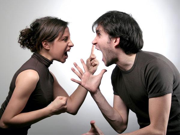 couple-fight-1907121